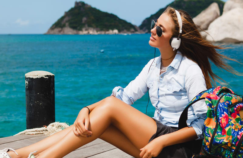 8 Awesome Gadgets Every Female Traveler Should Check Out