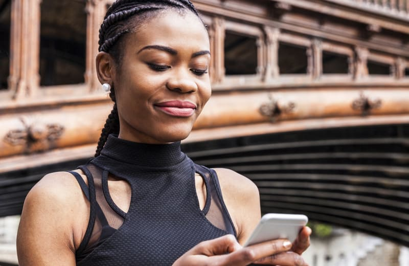 6 Apps for Solo Female Travelers That You'll Actually Use