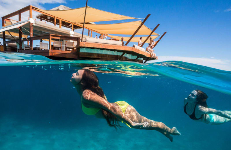 5 Awesome Bars That You Have to Swim, Snorkel or Boat To
