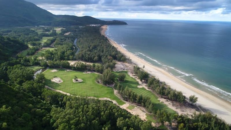 Sir Nick Bestows Signature Design Status on Laguna Golf Lăng Cô